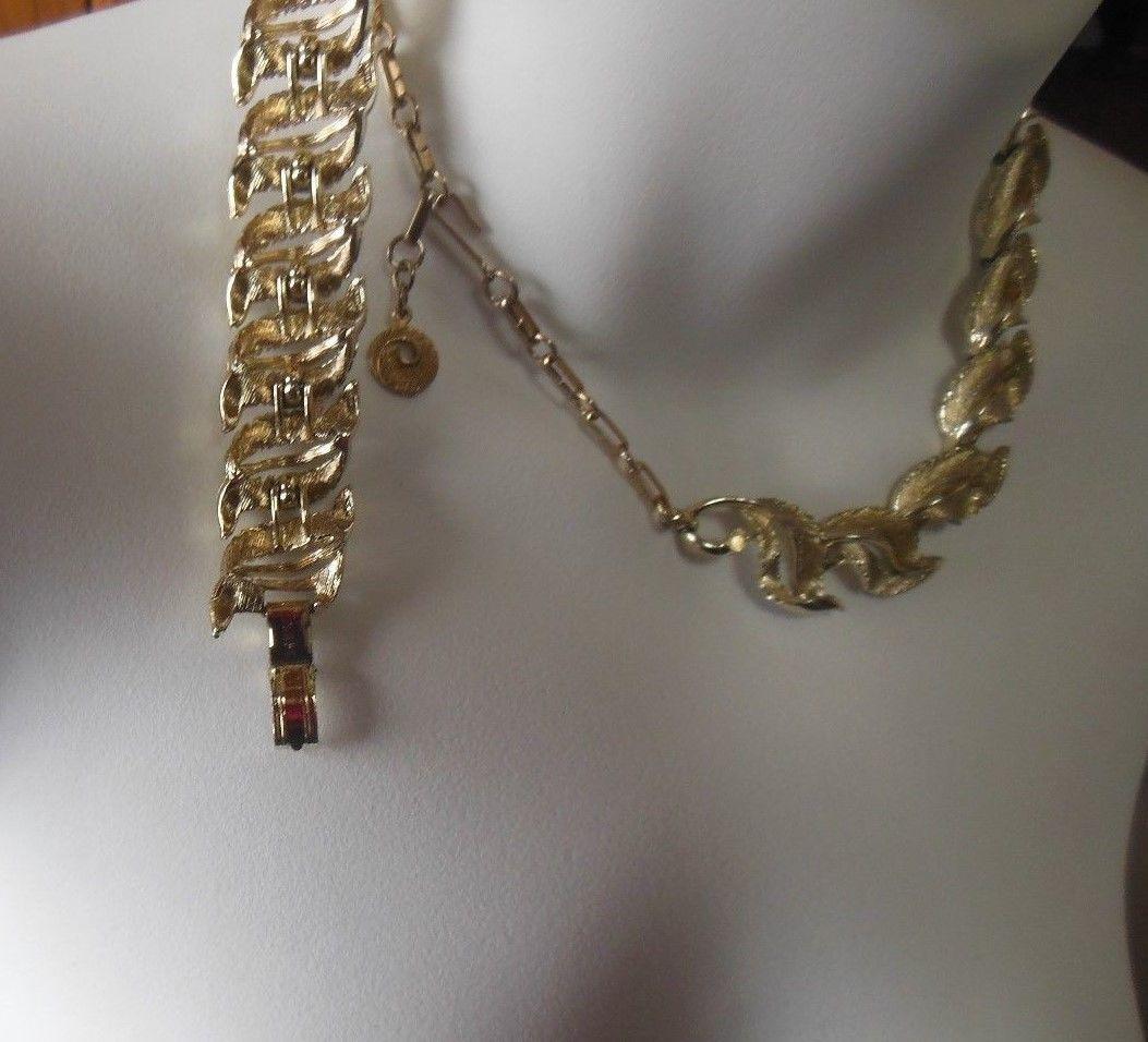 Vintage Signed Lisner Gold-tone Double Leaf Necklace & Bracelet Set
