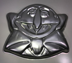 Wilton 1977 Muppets THE COUNT 502-7431 Cake Pan Mold Vintage Fun Figure - $29.65
