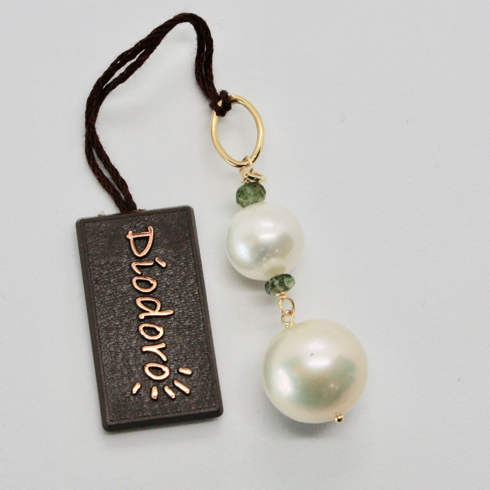 Charm 18k Yellow Gold with white pearls freshwater and Tourmaline Green
