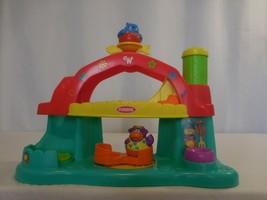 Weebles Wobble 2003 Playskool Hasbro Musical Farm Barn Playset with 2 Wo... - $23.77