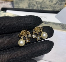 AUTH Christian Dior 2019 DIO(R)EVOLUTION Pearl Crystal Star Dangle Earrings Gold image 4