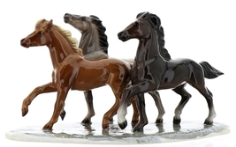 Hagen-Renaker Specialties Ceramic Horse Figurine Wild Mustangs on Base