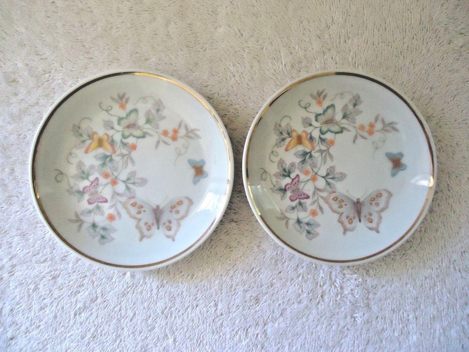Vintage Set Of 2 1979 Avon Fine Porcelain 22 K Gold Trim Collector Plates