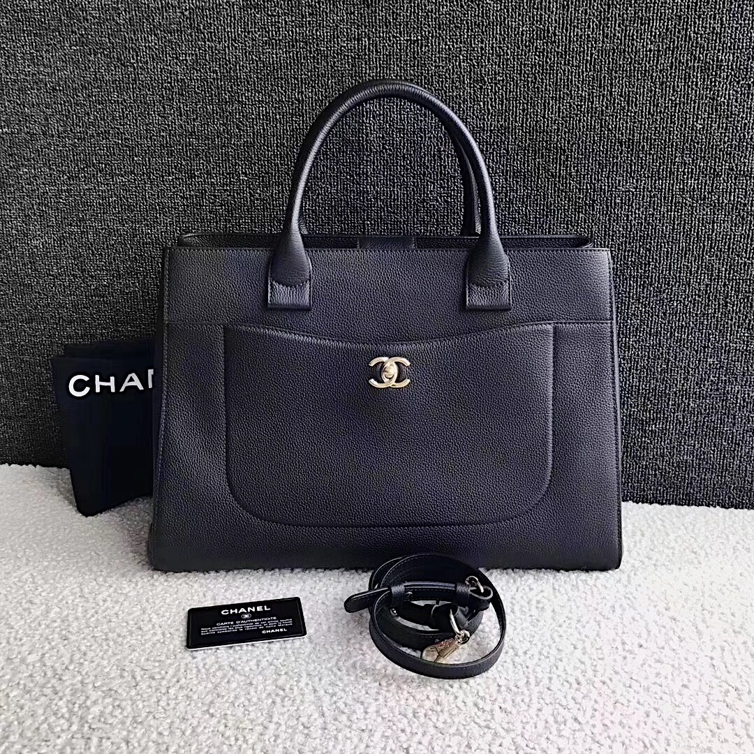 de4809fbd9a4 AUTHENTIC CHANEL 2017 BLACK CALFSKIN MEDIUM NEO EXECUTIVE 2-WAY TOTE ...