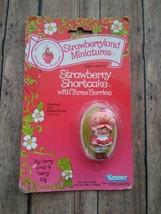 Kenner 1980 Strawberryland Miniatures Strawberry Shortcake w/ Three Berr... - $10.13