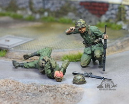 (Pre-Order) US Soldier & wounded team mate Vietnam war 1968 1:35 Pro Bui... - $74.23