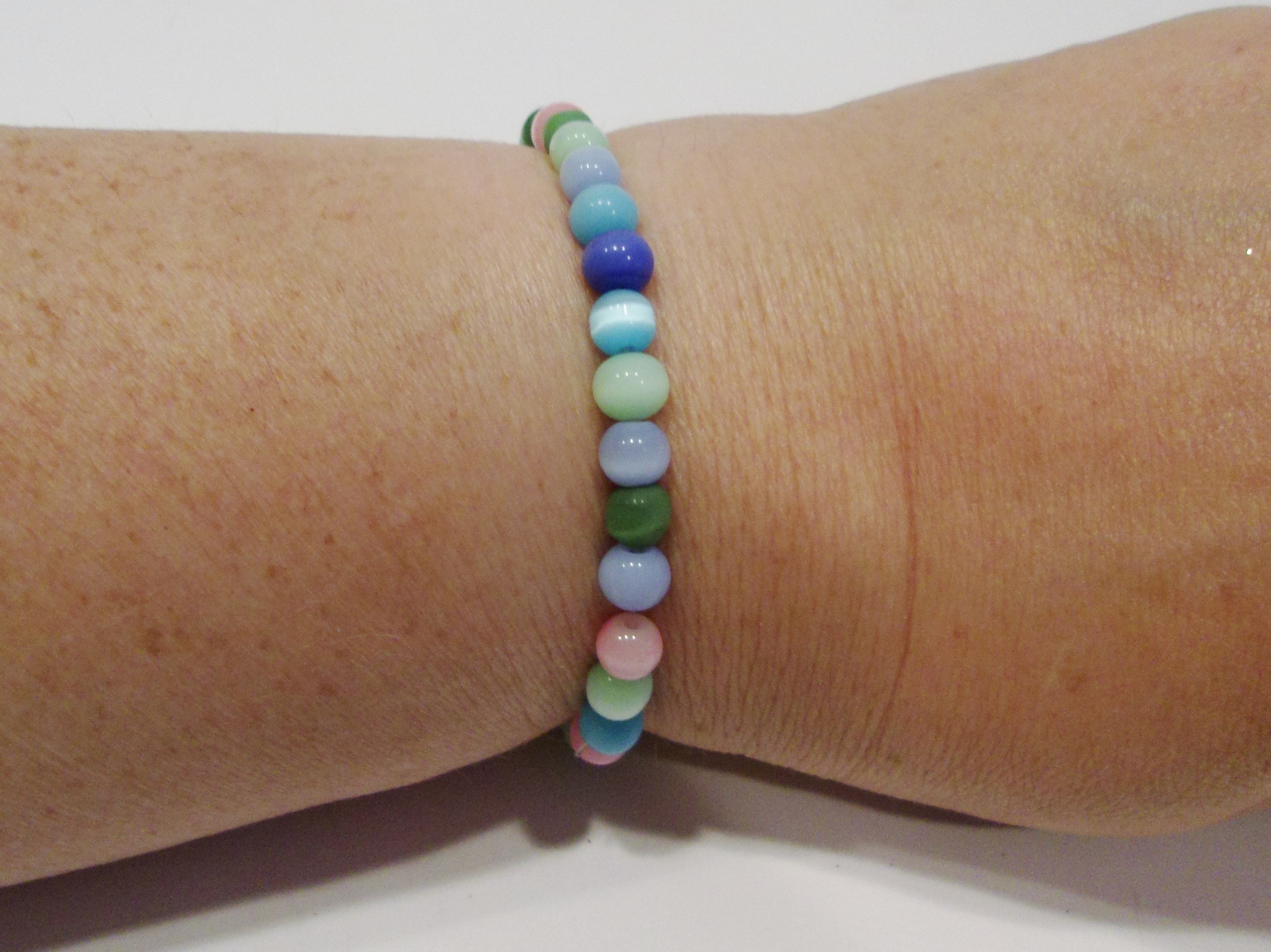 handmade multi-color cat's eye bead stretch bracelet