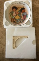 Vintage Avon Plate  Love Comes In All Sizes Mothers Day 1984 new in box w easel - $14.84