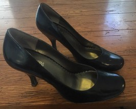 Kenneth Cole Reaction Women's 7M Leather Round Toe Pumps Heels Swim N Fool (66) - $11.60