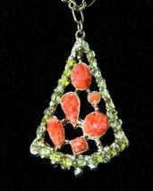 Natural Coral & Peridot Chip Pendant Vintage Casual Honeymoon Necklace Party Pro - $14.95