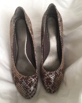 "WOMEN'S CLASSIC PUMP BY ""EASY SPIRIT ANTI-GRAVITY"" US SIZE 9.5M SNAKESKIN - $19.80"