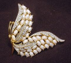 Rare vintage crown trifari egg faux pearl enchantment butterfly brooch3 thumb200
