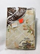 NOS Thomaston New Era Two Standard Pillowcases Vtg Tan White Floral - $10.99
