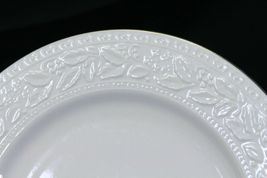 """Libbey White Embossed Holly Dinner Plates 10.75"""" Xmas Gold Trim Lot of 8 image 5"""