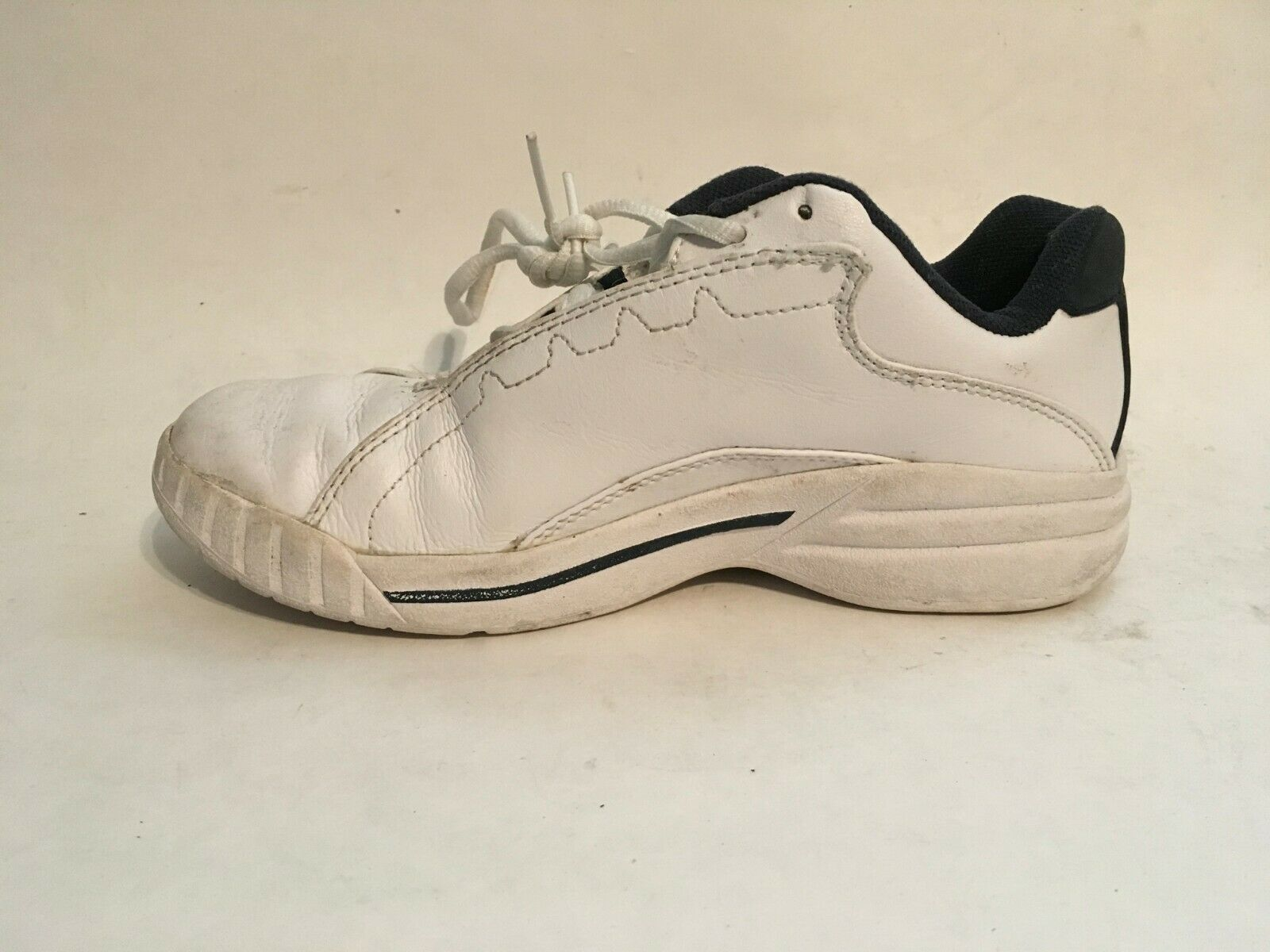Converse All-Star Womens White Leather Athletic Running Walking Shoes sz 5 image 4