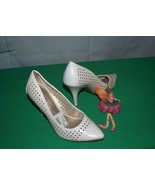 Christian Siriano Pumps Heels Cutout Faux Leather NWT Size 7 - $24.70