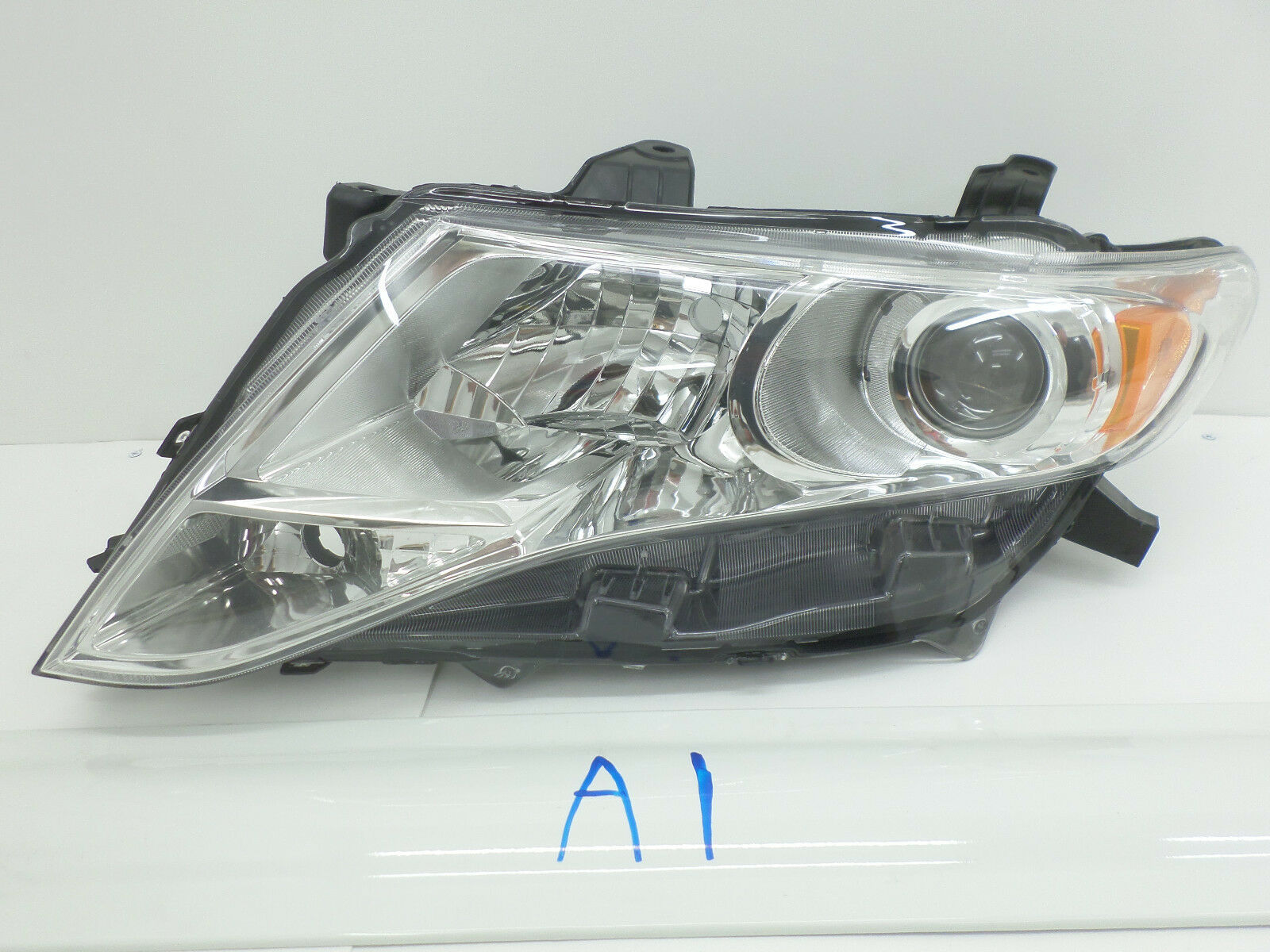 Primary image for OEM HEAD LIGHT HEADLIGHT LAMP HEADLAMP TOYOTA VENZA XENON HID 09-12 nick mount