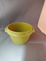 Tupperware 886-9 Servalier Bowl Avocado Pea Green 20oz w/o lid - $5.25