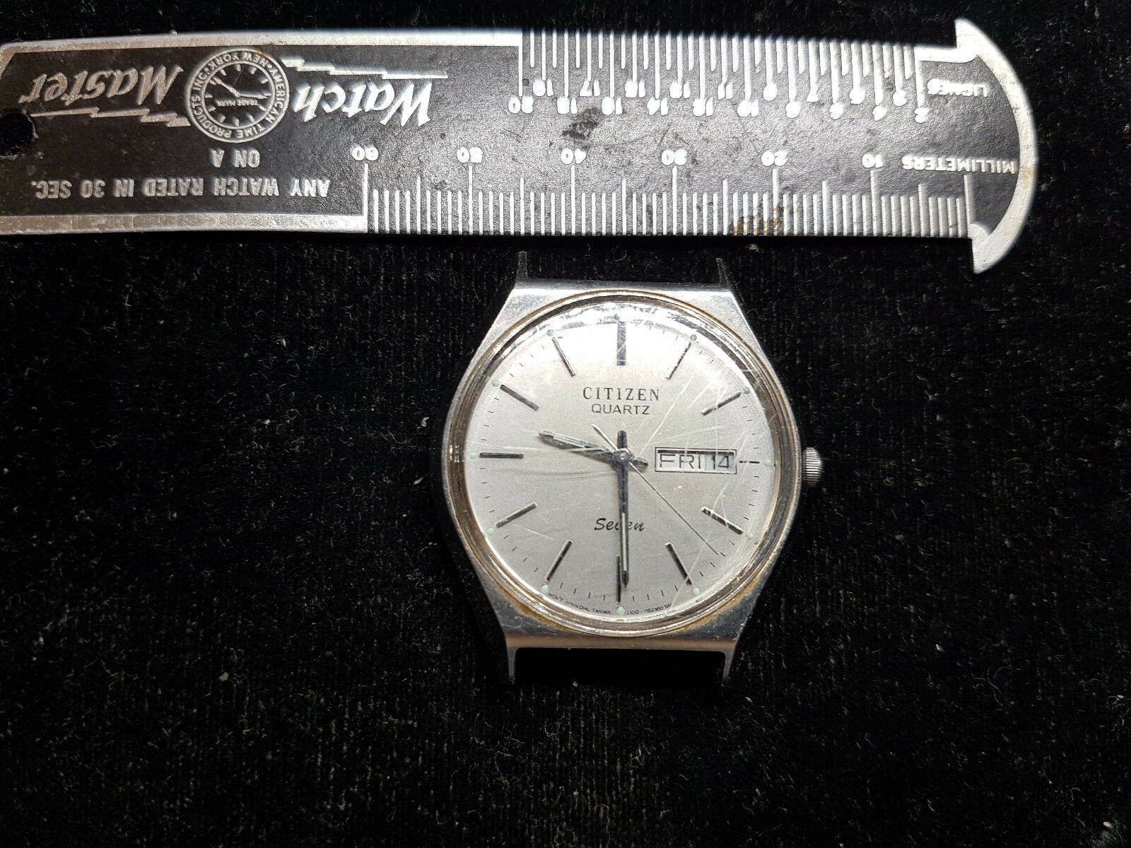 Primary image for VINTAGE 1984 STEEL CASE CITIZEN 7 QUARTZ DATE WATCH RUNS FOR YOU TO FIX CRYSTAL