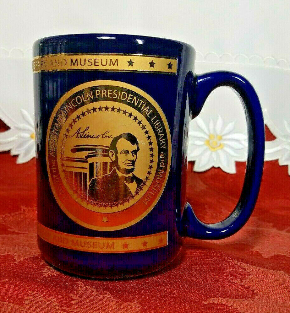 VINTAGE PRESIDENTIAL LIBRARY & MUSEUM SEAL OF ABRAHAM LINCOLN MUG GOLD FOIL BLUE