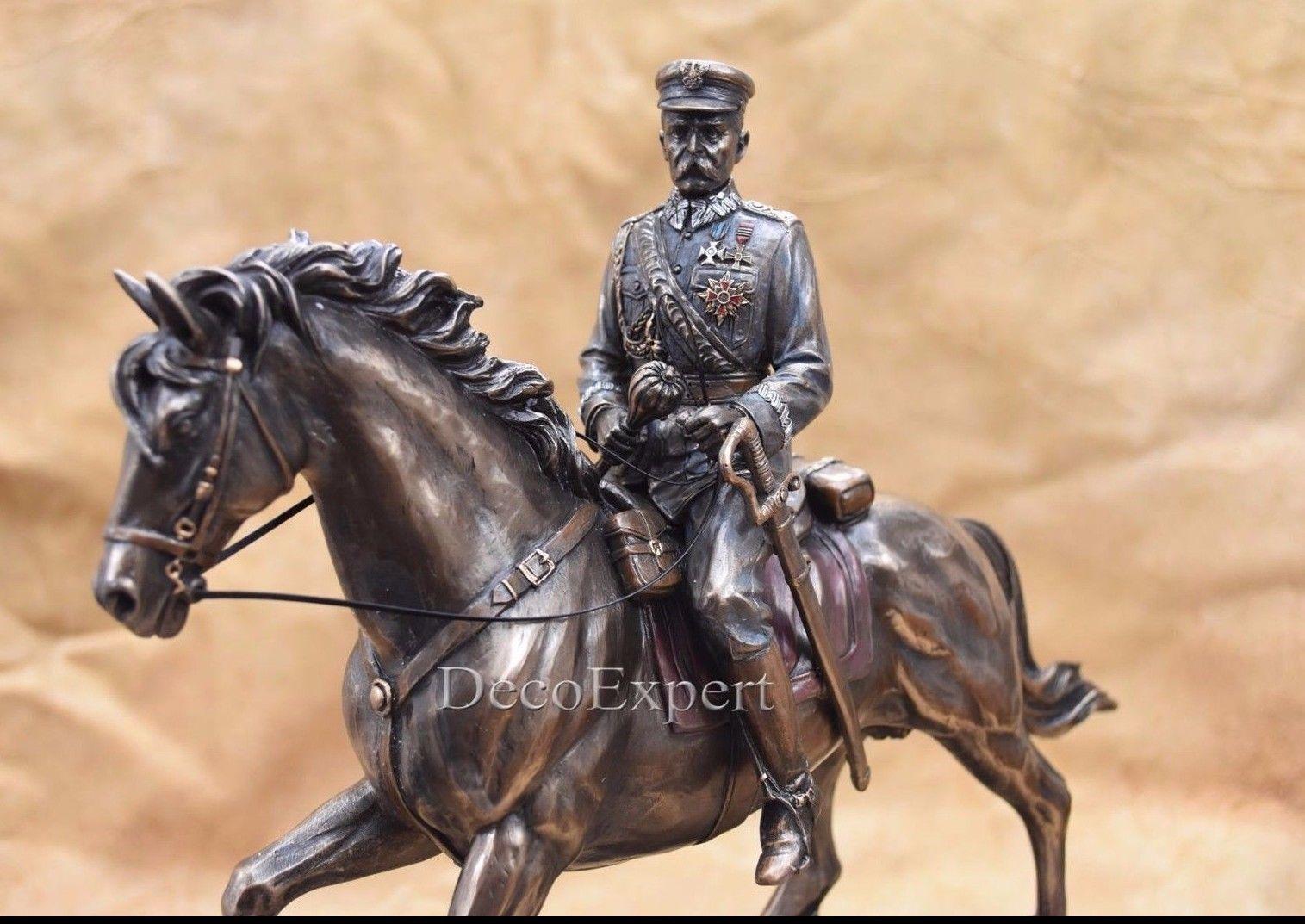 First Marshal of Poland Jozef Pilsudski on horse Józef Piłsudski na Kasztance