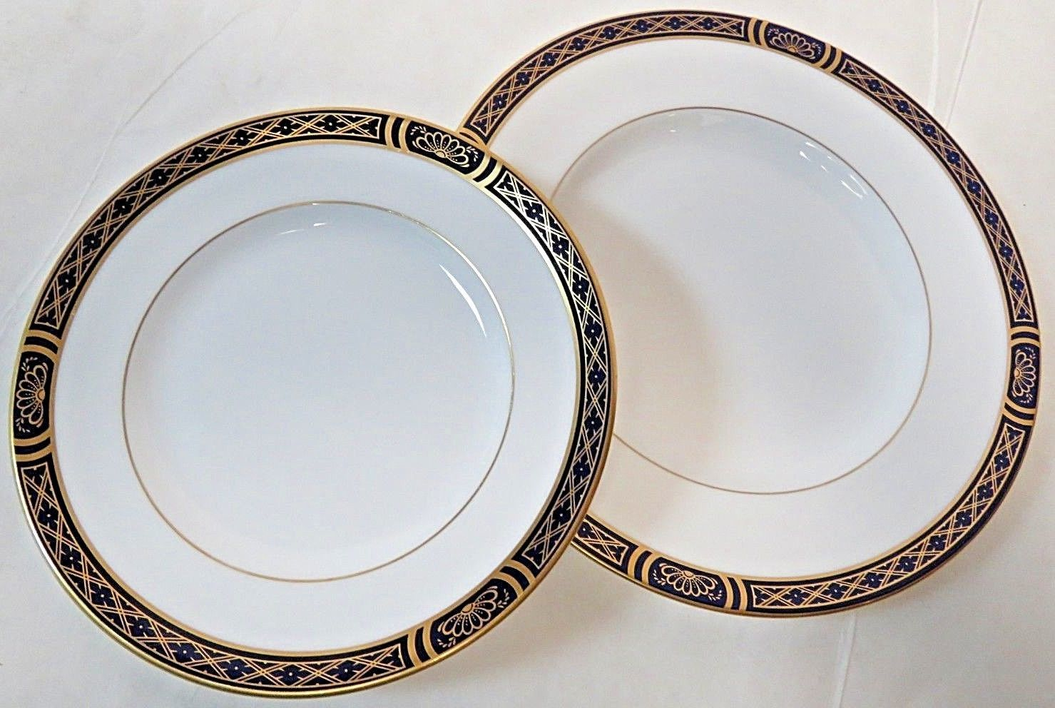 "Pair of 1997 Royal Worcester Fine Bone China Mountbatten Blue 6.25"" & 8"" Plates"