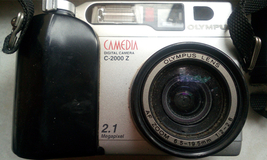 Olympus CAMEDIA Digital Camera C-2000Z for parts or not working - $18.43
