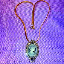 Exquisitely Beautiful Vintage Cameo  Necklace - $58.41