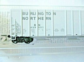 Micro-Trains # 09900312 Burlington Northern 3-Bay Covered Hopper N-Scale image 2