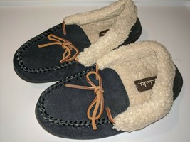 Clarks Sued Leather Moccasin Slippers Navy Lined Lace Up sz 6M - $14.84