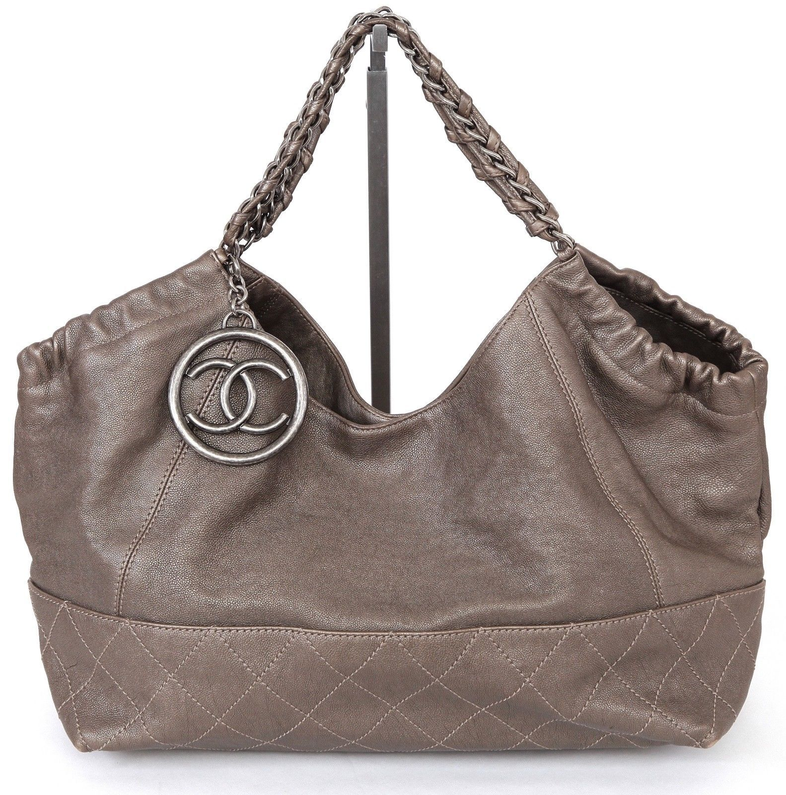 462cce14fd045a Chanel Bag Leather Metallic Coco Cabas Tote and 50 similar items. S l1600