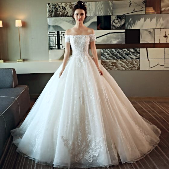 Modest / Simple Ivory Wedding Dress Ball Gown Off-The-Shoulder ...