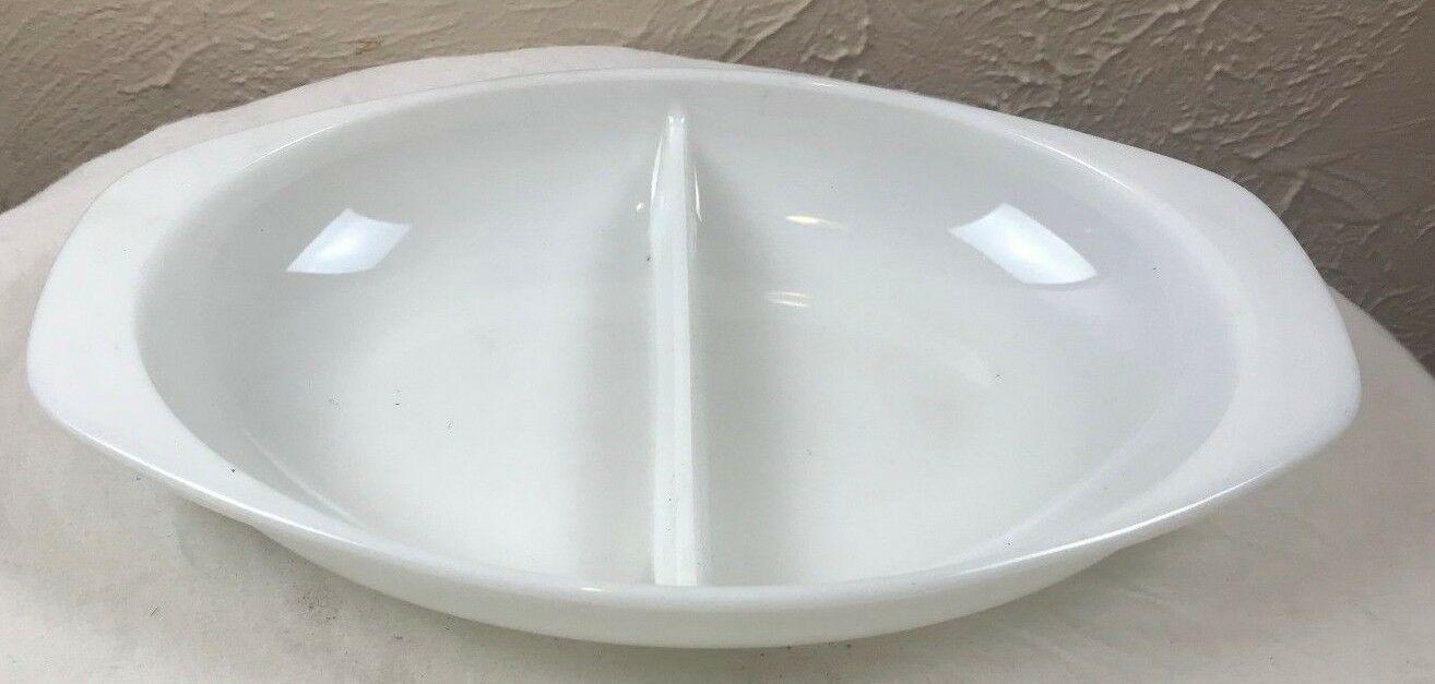 Pyrex Divided Serving Dish 1063 1.5 Qt. Vintage Bakeware (2)