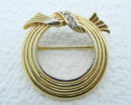 VTG AVON Gold Tone Abstract Wreath Clear Rhinestone Brooch - $19.80