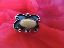 Southwestern Vintage Sterling Silver And Shell Ring Size 5 - $49.99