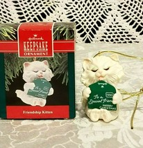 HALLMARK FRIENDSHIP KITTEN 1990 CHRISTMAS KEEPSAKE ORNAMENT  CAT - $9.89