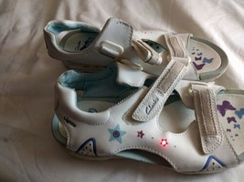 Girls Shoes Clarks Size 2.5 UK Synthetic Multicoloured Flashing Lights Shoes - $13.23