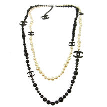 AUTHENTIC CHANEL RUNWAY DOUBLE STRAND BLACK CC WHITE PEARL NECKLACE RARE