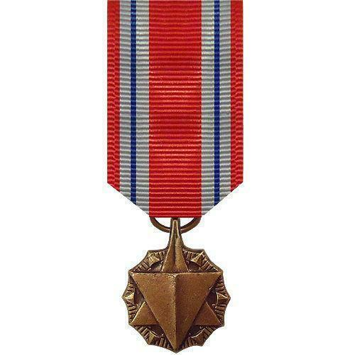 GENUINE U.S. AIR FORCE MINIATURE MEDAL: COMBAT READINESS - $15.82
