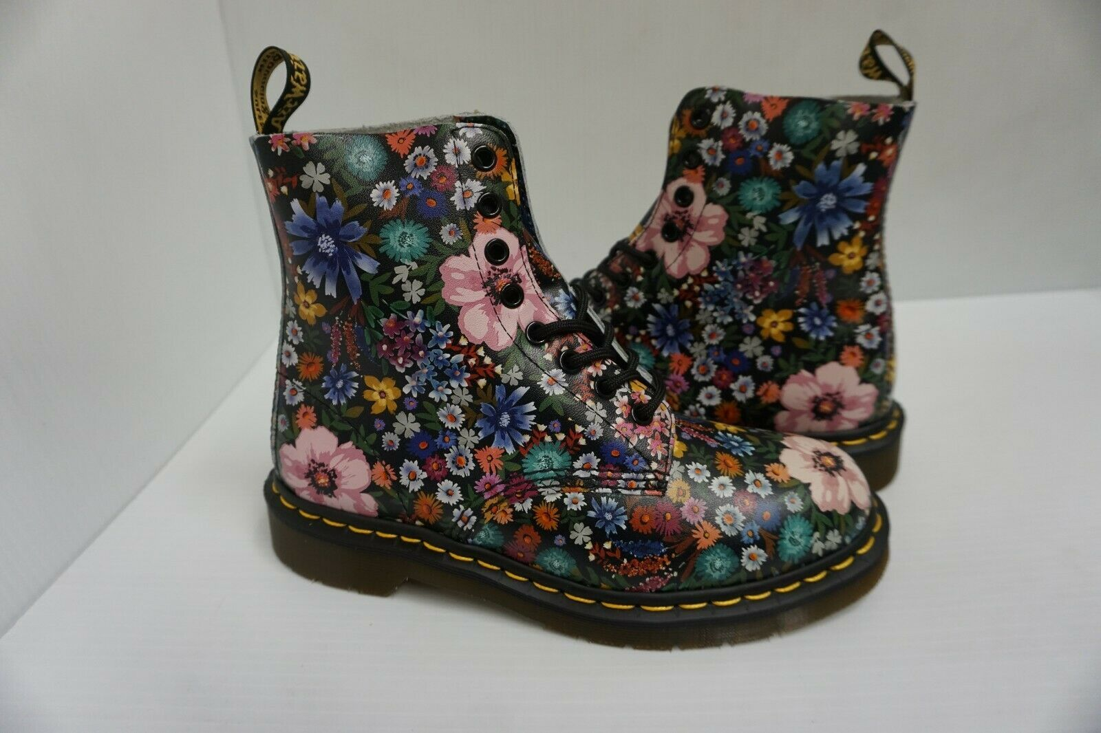 Womans DR Martens boots pascal black mallow pink size 7 us