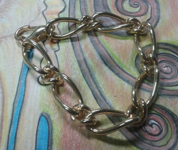 "Vintage Jewelry: 7 1/4"" GoldTone Bracelet   10-05-2018 - $8.90"