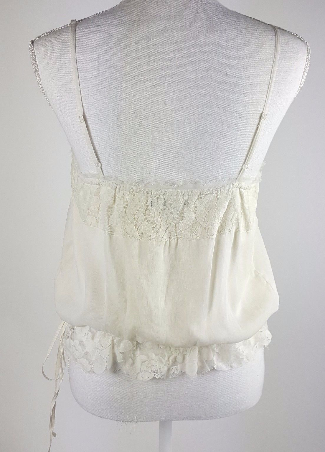 American Eagle Outfitters Women Size Medium Ivory White Floral Lace Cami  EUC