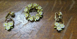 Vintage Signed ART Daisy Flower Brooch With Matching Clip-On Earrings - $12.95