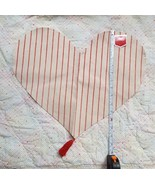 Valentine's Day Heart Placemat Center Piece NEW w tag • 1 ct • clean con... - $1.89