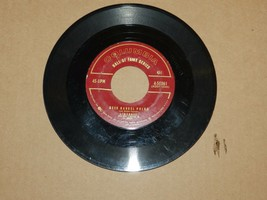 VINTAGE LIBERACE 45 RPM RECORD BEER BARREL POLKA & 12TH ST RAG - $4.95