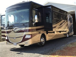 2013 Fleetwood Discovery 40X w/3 Slides For Sale In FRONT ROYAL, VA 22630 image 2