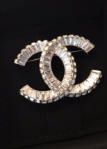AUTHENTIC CHANEL Baguette Crystal Large CC LIGHT GOLD Brooch Pin MINT