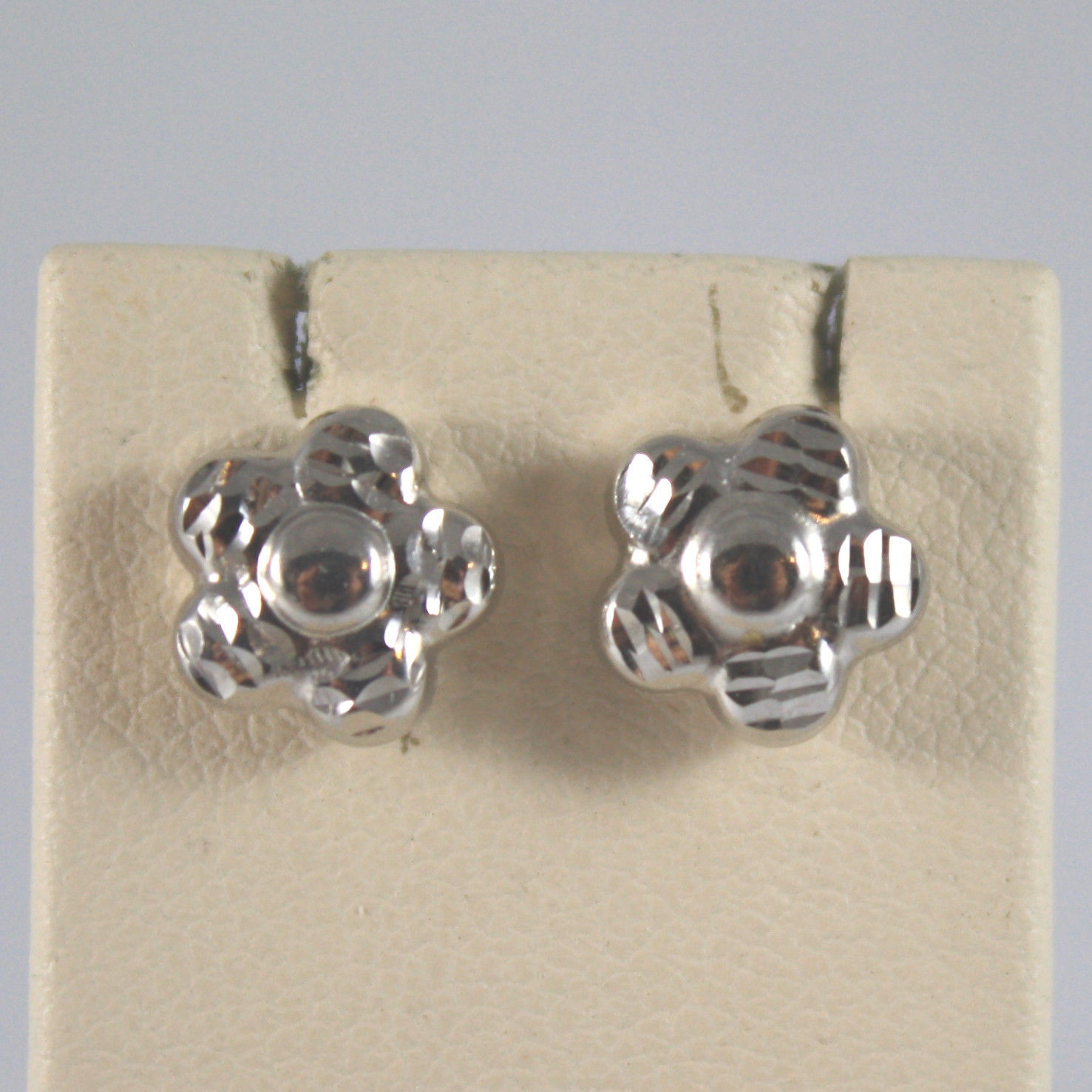 SOLID 18K WHITE GOLD EARRINGS, WITH HAMMERED FLOWERS, MADE IN ITALY