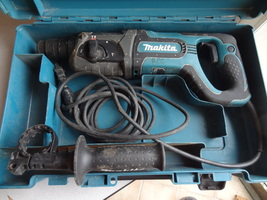 MAKITA  ROTARY HAMMER DRILL  HR2475 W/ CASE & SIDE HANDLE  WORKS GREAT  - $119.99