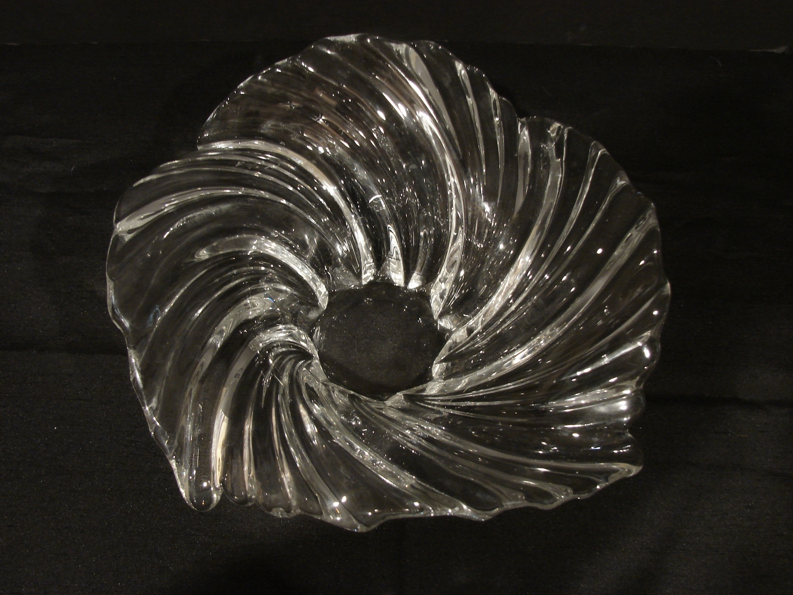 Primary image for Mikasa Belle Epoque Swirl Decorative Bowl - Clear Glass Regalville Wavy Centerpi
